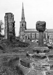 The cross, the remains of the old church, and the new church, photographed in 1978. By courtesy of Derby Evening Telegraph/www.picturethepast.org.uk